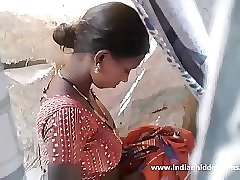 Stunning indian beauty nude outdoor shower - indianhiddencams.com